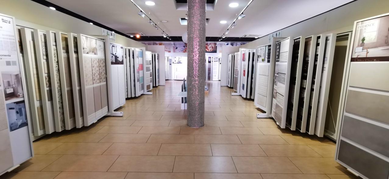+ de 900 m² de EXPOSICIÓN